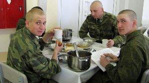 Завтрак в солдатской столовой